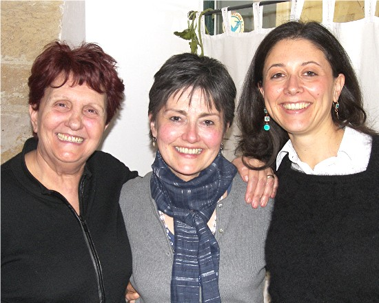 Sharon (center) with Rosalba De Carlo (left) and Cinzia Rascazzo at Alle due Corti ristorante in Lecce.