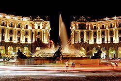 250px-Piazza_della_repubblica_hdr