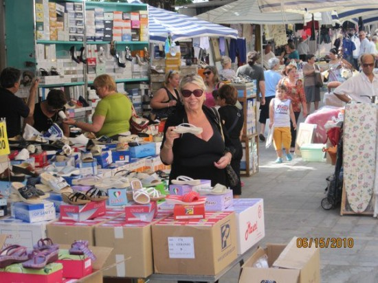 Shopping in the weekly market in Piciotta.