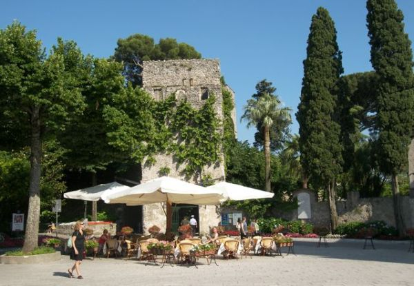 On the piazza in Ravello, it will always be summer.